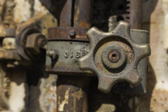 Rostad metallisk ventil Arkivbilder