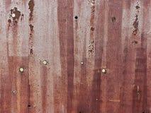Rostad stålarkmetall med runda hål royaltyfria bilder