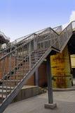 Rostad ståltrappa i övergiven fabrik på solig dag Arkivbilder