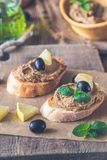 Rostade bröd med pate för feg lever royaltyfri bild