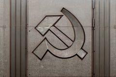Rostade symboler av Sovjetunionenet Bulta och sk?ran arkivfoton