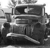 Rostade ut antika bilar Arkivbilder