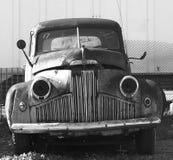 Rostade ut antika bilar Fotografering för Bildbyråer