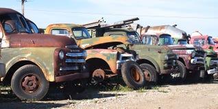 Rostade ut antikvitetlastbilar Fotografering för Bildbyråer