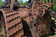 Rostande antik traktor Arkivbilder