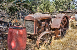 Rostande traktor Arkivbild