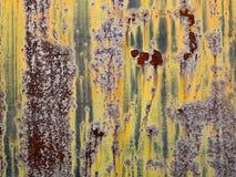 Rostat abstrakt begrepp och bubblandemetallvägg arkivbilder