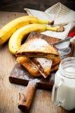 Rostat bröd för banan för chokladjordnötsmör välfyllt franskt Arkivfoton