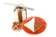 rostat bröd för chokladhasselnötspreads Royaltyfri Fotografi