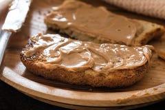 Rostat bröd för jordnötsmör royaltyfria foton