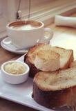 Rostat bröd, kaffe och smör Royaltyfri Bild