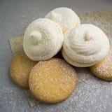 Rostat bröd med fruktsaft Royaltyfria Bilder