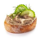 Rostat bröd med hemlagad leverpate royaltyfria foton