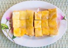 Rostat bröd med sötat förtätat mjölkar Arkivbilder