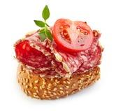 Rostat bröd med salami och tomaten Royaltyfri Bild