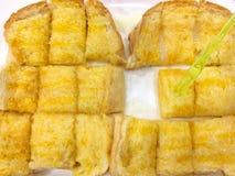 Rostat bröd som ska bredas smör på Royaltyfria Bilder