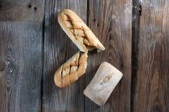 Rostat brödbrödskivor i remsor i metall lägger in Fotografering för Bildbyråer