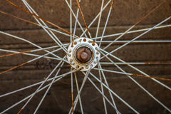 Rostat cykelhjul Arkivfoton