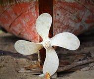 Rostat skepps propeller Royaltyfri Foto
