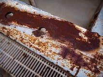Rostat stål på röret på byggnaden arkivfoto