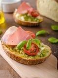 Rostat Tuscan bröd med pesto Royaltyfria Foton
