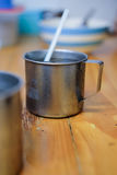 Rostfreie Glastropfen des kalten Wassers Lizenzfreies Stockbild