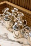Rostfreie Tee- und Kaffeekrüge stockfotos