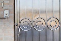 Rostfri bakgrund för dörr Arkivfoton
