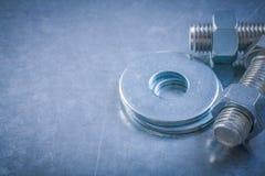Rostfria muttrar för konstruktion för bultpackningsscrewbolts på metalliskt Fotografering för Bildbyråer
