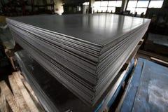 Rostfritt stålark som sättas in i buntar Arkivfoton