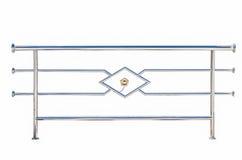 Rostfritt stålräcke som isoleras på vit Royaltyfri Fotografi