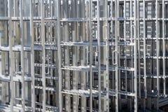Rostfritt stålspårvagn för att röka korvar Industriell fabrik Royaltyfria Foton