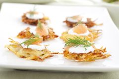 Rosti Appetizer Platter. Bite sized potato rosti appetizer topped with fresh sour cream, smoked salmon and dill Stock Photography