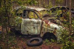 Rostig övergiven bil Royaltyfria Foton