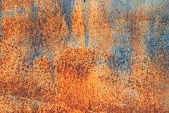 Rostig bakgrund f?r orange metall, metallgrungetextur royaltyfria bilder