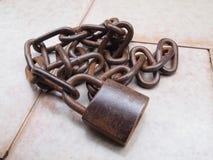 rostig chain padlock Royaltyfria Foton