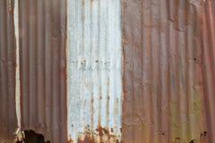 Rostig gammal bakgrund för zinkväggtextur Fotografering för Bildbyråer