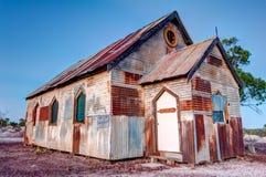 Rostig gammal kyrka på den blixtRidge Australia 3x2 vinkeln arkivbild