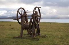 Rostig gammal vinschsjösida i Skottland royaltyfria bilder