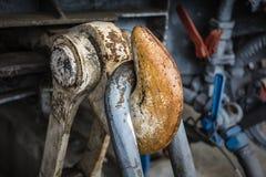 Rostig hake av gamla drev i Monforte de Lemos det järnväg museet Lugo, Spanien arkivfoto