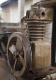 Rostig luftkompressor Arkivfoton