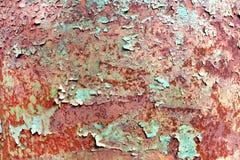 Rostig målad metalltextur, gammal järnyttersida med sjaskig sprucken målarfärg och skrapor, abstrakt grungebakgrund, texturerad w fotografering för bildbyråer
