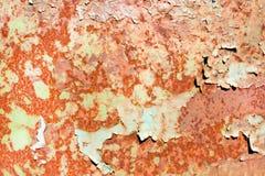Rostig målad metalltextur, gammal järnyttersida med sjaskig sprucken målarfärg och skrapor, abstrakt grungebakgrund, texturerad w arkivbilder