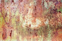 Rostig målad metalltextur, gammal järnyttersida med sjaskig sprucken målarfärg och skrapor, abstrakt grungebakgrund, texturerad w royaltyfri fotografi
