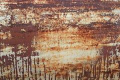Rostig metall med skalningsmålarfärg Arkivbilder