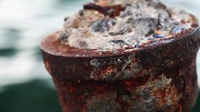 Rostig metall och hav stock video