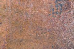 Rostig metallyttersida eller ridit ut metallark med rost, textur för bakgrund arkivfoton