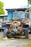 Rostig motor för gammal lastbil Royaltyfri Bild