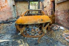 Rostig och bränd bilhaveri Fotografering för Bildbyråer