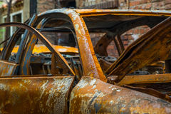 Rostig och bränd bilhaveri Royaltyfri Foto